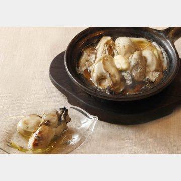 牡蠣とネギとの土鍋焼き(右)と牡蠣のオイル漬け