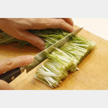 水菜は軸下を除き、長さ4センチに切り揃える