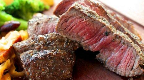 「肉をたくさん食べると心筋梗塞や脳卒中になる」は間違い