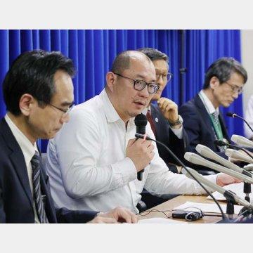 左から2人目が北海道大学の西浦博教授
