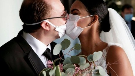 """新型コロナウイルス感染者数は""""愛情表現の濃淡""""に表れる?"""