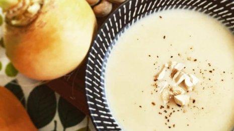 カブとカシューナッツのクリーミーみそスープ 骨が弱くなった中高年には最適