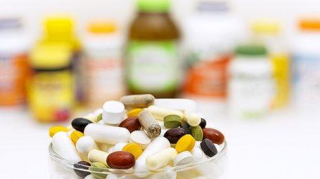 米国の専門誌で研究報告 ビタミン剤で足の骨折が増える?