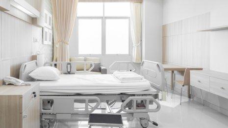 新型コロナ「陽性」でも入院費用はタダとは限らない