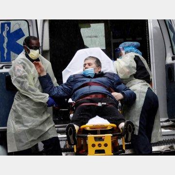 新型コロナで救急搬送される患者