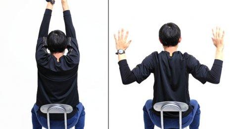 楽に体を動かす肩回し体操は肩甲骨を寄せるのがポイント