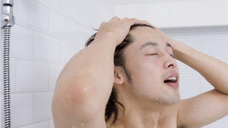 時間がないなら首の後ろにちょっと熱めのシャワーを