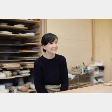 陶芸家の岡崎裕子さん