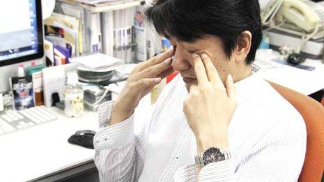 目<上>トラブルは血流不足から 仕事場でもできる2つの運動