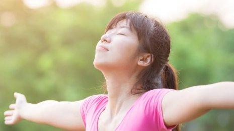 夏は冬より免疫力ダウン?「長生き呼吸法」で強い体を作る