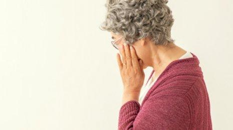 65歳の母が目の痛みと物が二重に見えると言い出した