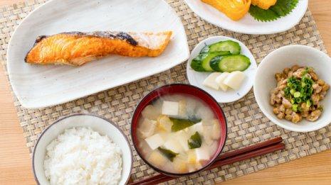 欧州で論文報告 日本食を食べる頻度が多い人は長生きする