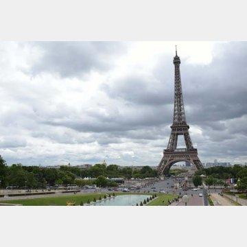 フランスは政府の多岐にわたる子育て支援で先進諸国でトップの出生率に