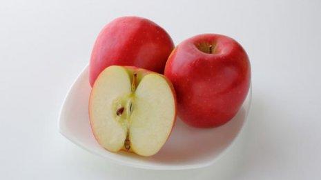 毎食リンゴを食べて体重減 食物繊維とるなら夜がオススメ