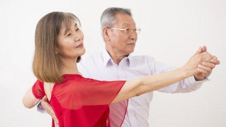 高齢者の転倒予防にはダンスが効く 米国専門誌で研究論文