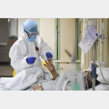 医療関係者は懸命に患者と向き合っているが…