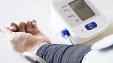 自宅で計測すると高い数値が…「仮面高血圧」は意外に多い