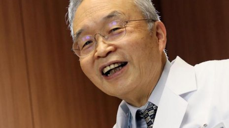 大腸がんの同僚を診た医師が自分の腹部にも痛みが出始め…