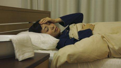 風邪をひくと眠くなるのはなぜか しっかり寝れば早く治る?