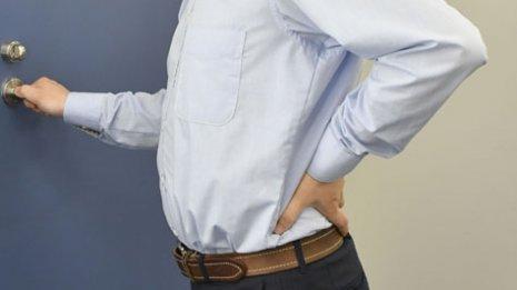 腰<上>腰痛に効く3つの「ちょいストレッチ」専門医が指南