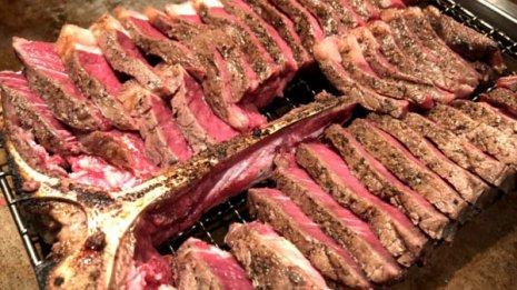 肉をたくさん食べる男性は死亡リスク上昇 9万人調査で判明