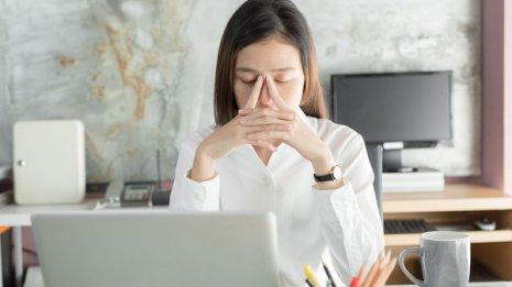 疲れ目に潜む目の病気 頭痛、肩こり、イライラの原因かも
