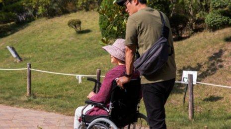 <8>母はようやく退院するも足腰が弱って車いすが必要な状態に
