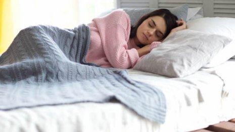 気道<下>睡眠時無呼吸症候群を和らげる「シムスの体位」