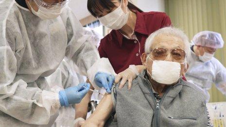 日本のコロナワクチン接種の遅れ 米国メディアも今後に懸念