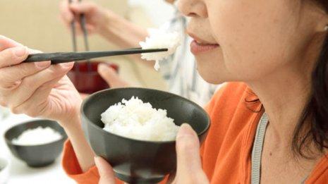 外食ばかりは体に悪いというのは本当か? 米専門誌で報告