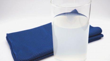 「低張性脱水」には適量の電解質を含んだ経口補水液を補給
