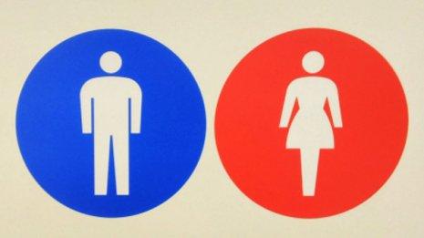 トランスジェンダーの生徒は「自覚する性」のトイレに入るのを許可すべき 米で判決