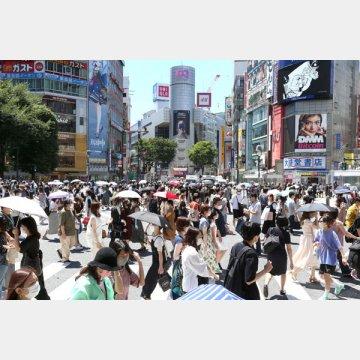 4回目の緊急事態宣言がでてから初の土曜日の渋谷スクランブル交差点の人出