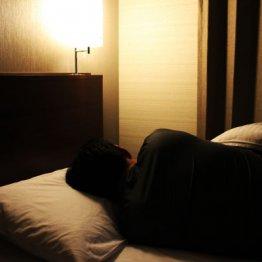寝る前に音楽を聴くと睡眠の質が悪化する イヤーワームが発生