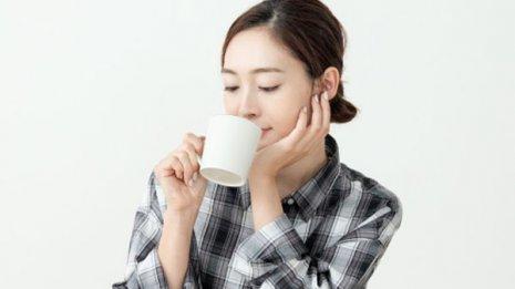 紫外線から身を守るには毎日コーヒーを多く飲むと効果的