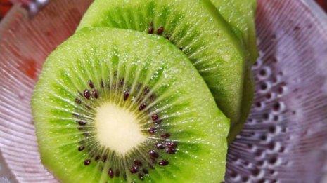 便秘対策は水溶性・不溶性食物繊維をバランス良く含む果物で