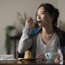 人はなぜ夜に甘いものを食べてしまうのか 脳科学専門誌で報告