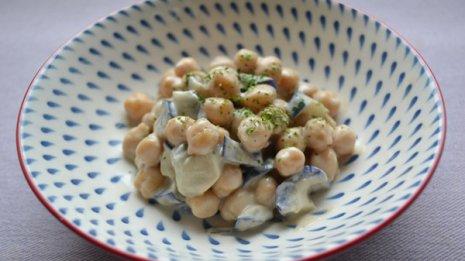ナス・豆・ごまを組み合わせて痔を改善する