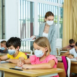 新学期の米国で子供のコロナ感染が拡大 1学区で教師ら13人死亡も