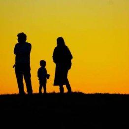親の傾聴と共感が「8050問題」の解決につながる 専門家が指摘